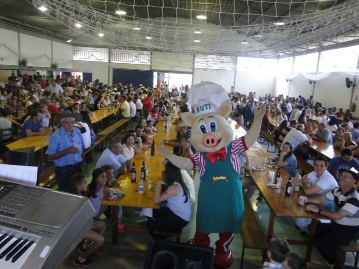 Buti agita as Festas e convida para a Suinofest