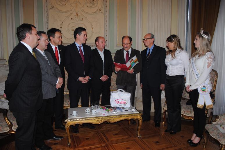 Governador também recebeu o convite oficial para a Suinofest