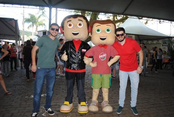 Mascotes da Fruki também visitaram a Suinofest