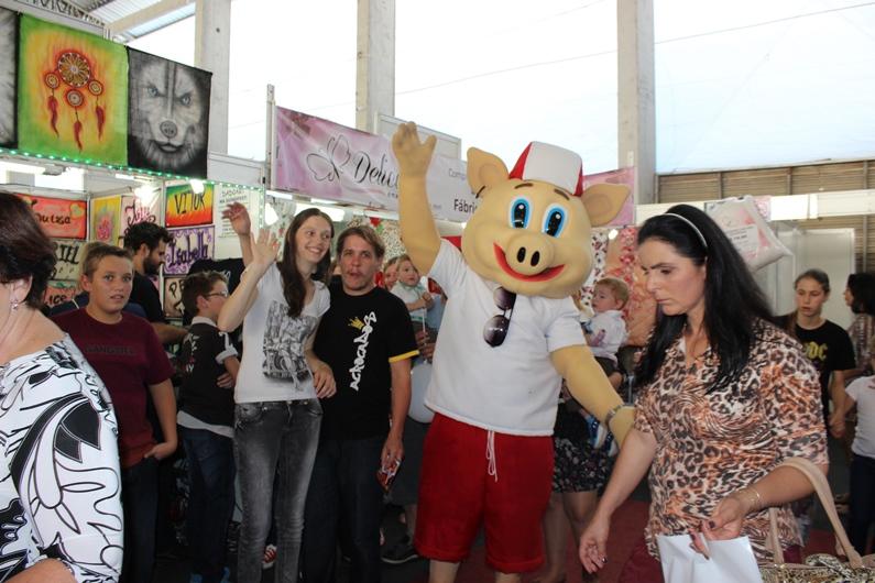 Buti também visitou o Festival de Compras