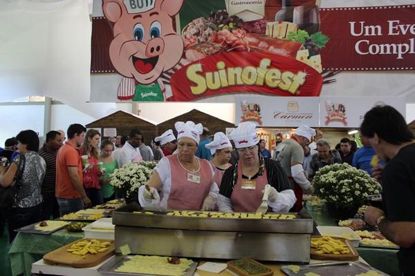Gastronomia farta e variada é oferecida no evento (Foto: Carina Marques)