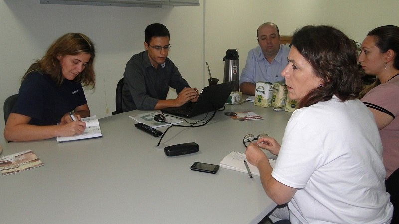 Integrantes da comissão organizadora se reuniram para definir o funcionamento da Feira da Agroindústria Familiar